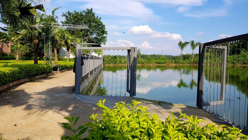 Trước mặt An Garden là một hồ nước rộng để bạn thả mình khi bình minh hoặc hoàng hôn về