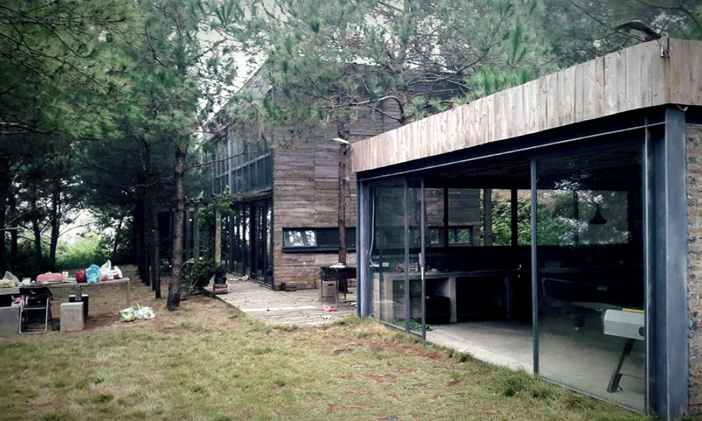 Lạc trôi giữa bốn bề rừng thông và núi đồi, Hidden Villa là một homestay nghỉ dưỡng gọn mình trong khu rừng bí ẩn