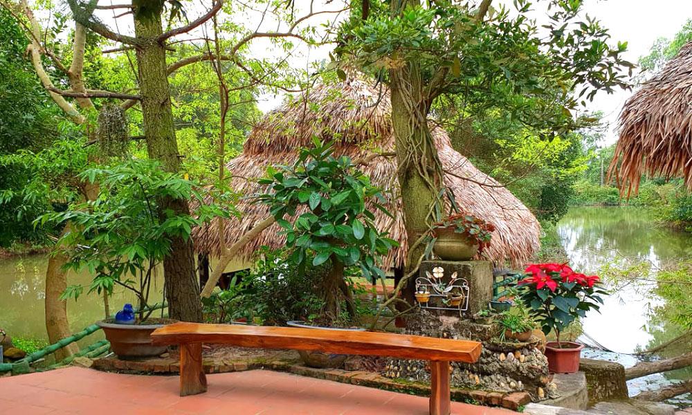 Chỉ cách Hà Nội chưa đầy 45 phút lái xe, Trà Hoa Viên - Eco Villa tại Sóc Sơn sẽ tạo cho du khách một không gian vừa tiện nghi vừa hòa mình với thiên nhiên. Xa rời những xô bồ của cuộc sống thành thị, rất thích hợp cho những buổi họp mặt gia đình, những bữa tiệc cùng bạn bè và đồng nghiệp.