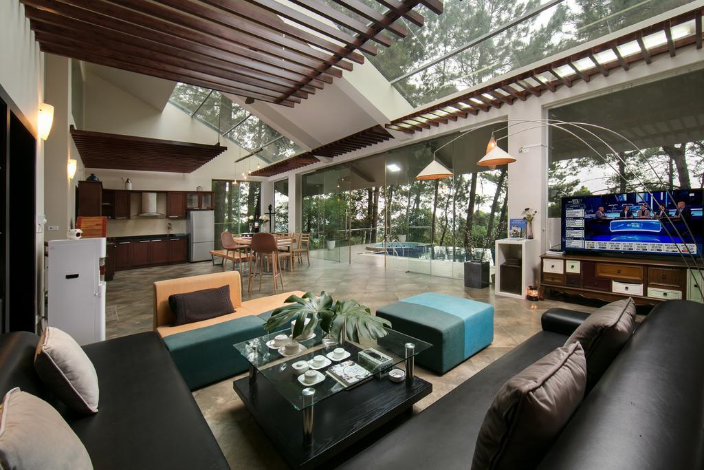 Nằm tại Làng Hạ, TAM DAO HIDEAWAY NEST có chỗ nghỉ với WiFi miễn phí cùng tầm nhìn ra vườn, hồ bơi ngoài trời, sảnh khách chung và khu vườn