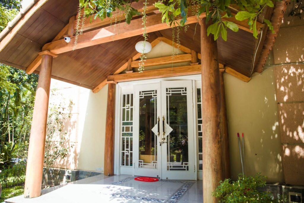 Tranquil Villa nằm giữa những tán cây xanh mát, hoà vào với thiên nhiên